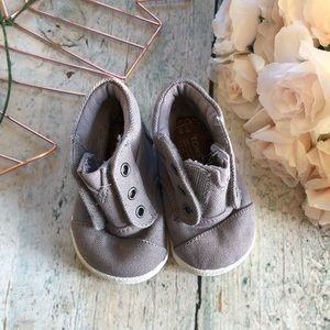 New Baby TOMS sneakers 3T toddler gray booties